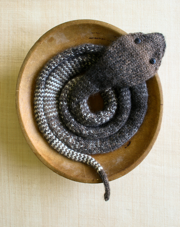 Snake Scarf Knitting Pattern : Stockinette snake from the Purl Bee   Mumbai for beginners